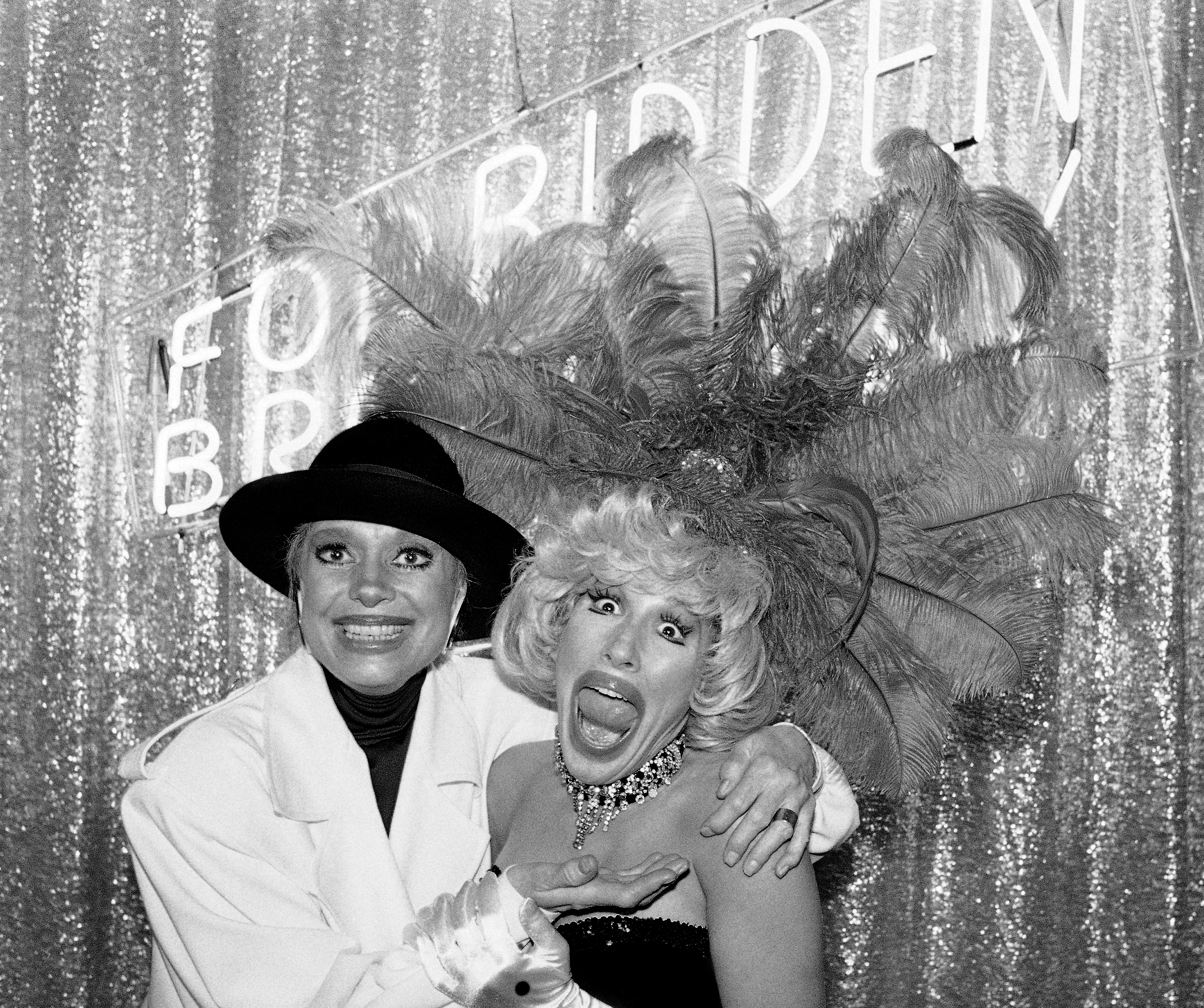 """Actress Carol Channing, left, poses with Toni DiBuono at a Boston cabaret where DiBuono stars in """"Forbidden Broadway 1986,"""" a parody of Channing and her music, Aug. 4, 1986. (Paul McAlpine/AP)"""