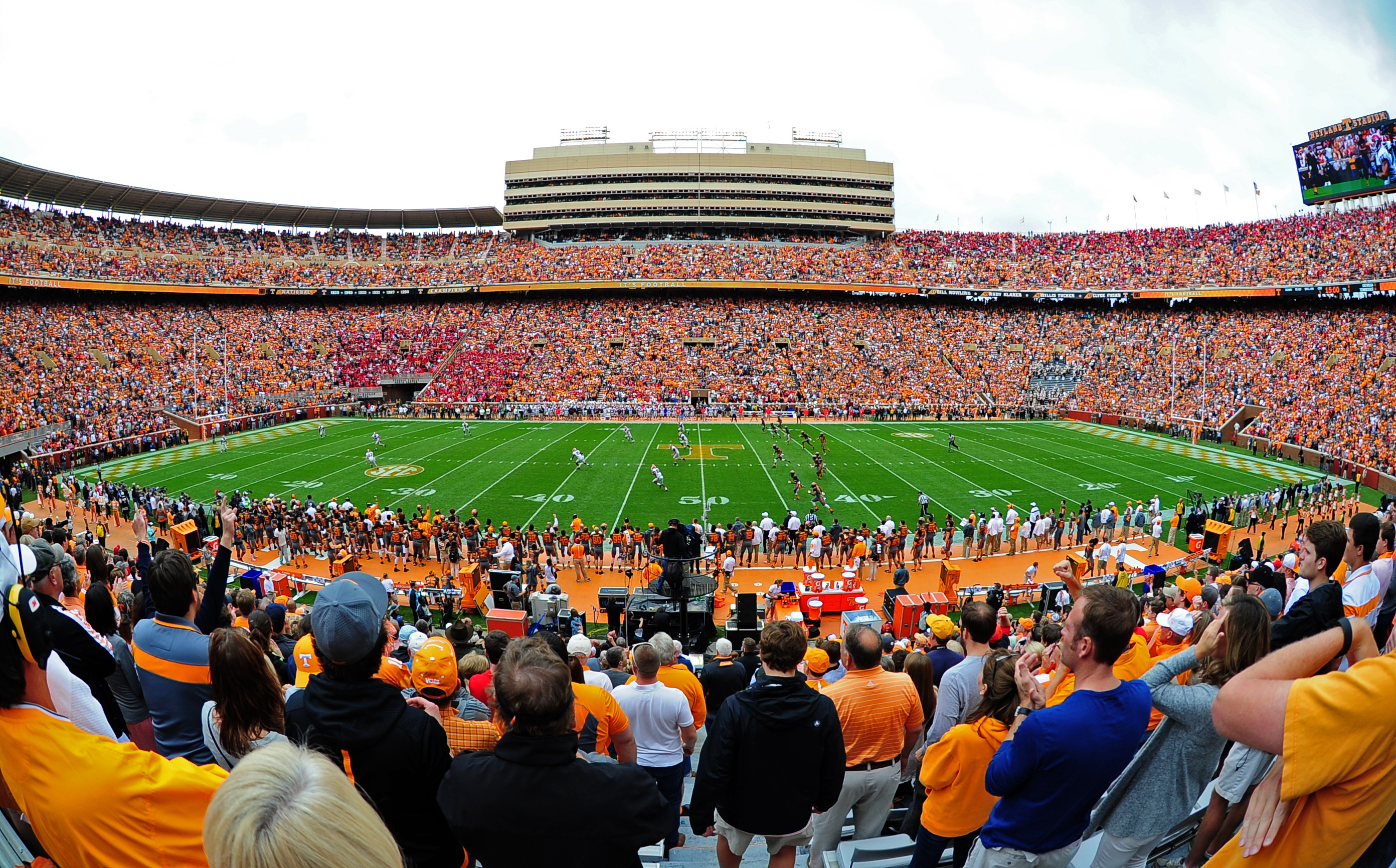 20f09550 Philip Fulmer is acting AD at Tennessee after John Currie is fired ...