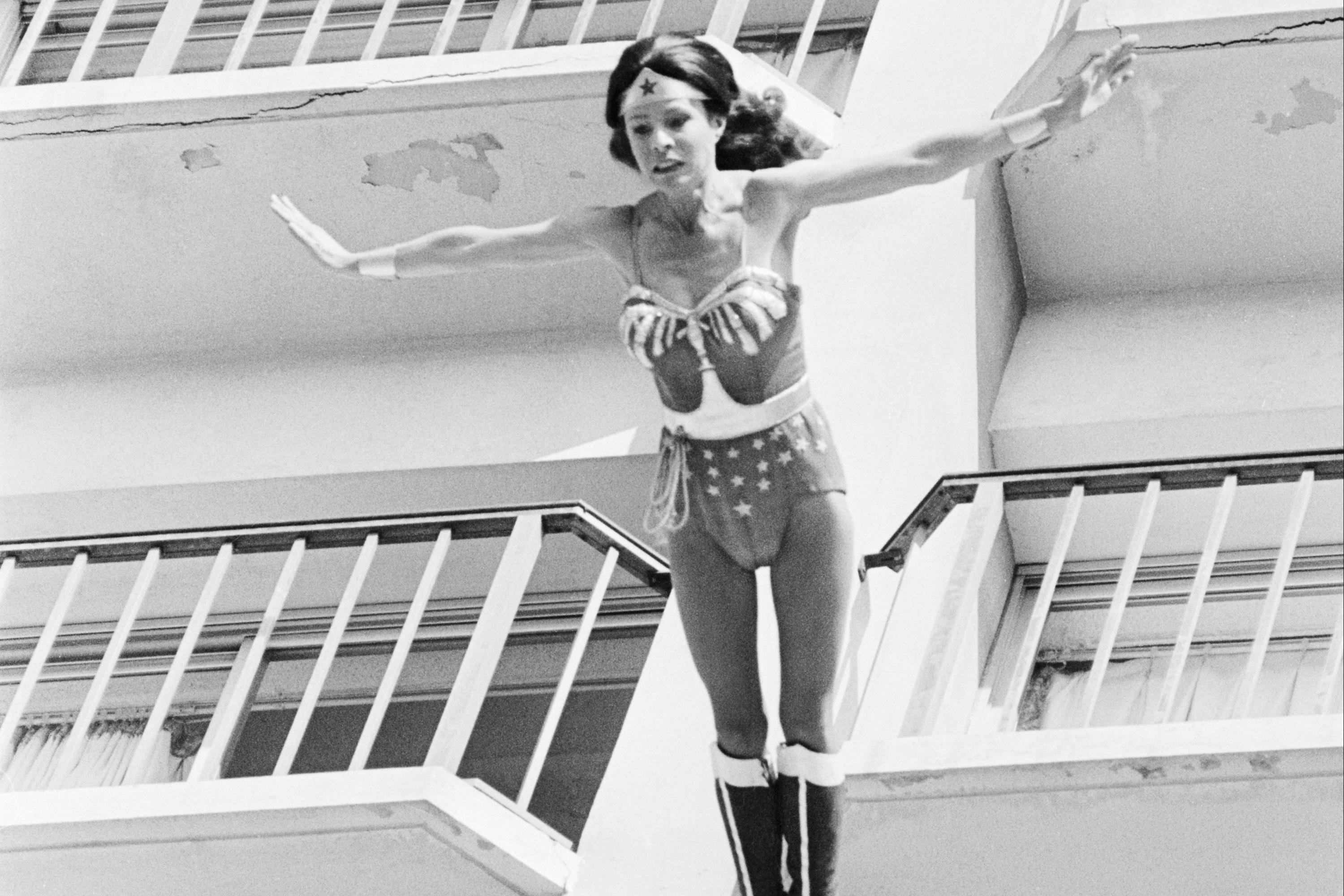 Kitty O'Neil, deaf daredevil who became 'world's fastest woman,' dies at 72
