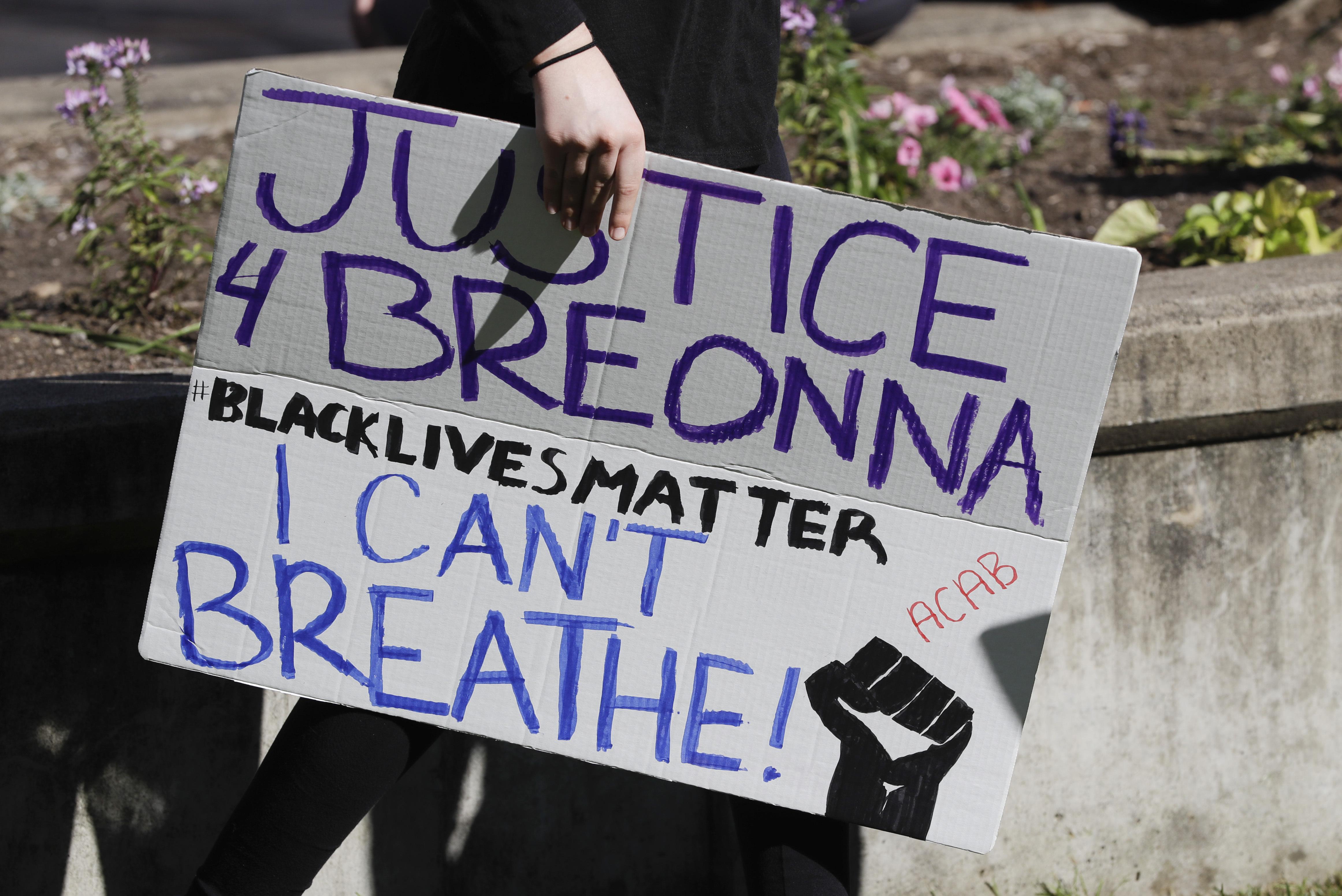 After Breonna Taylor S Death Louisville Bans No Knock Warrants And Sen Rand Paul Proposes Federal Ban The Washington Post