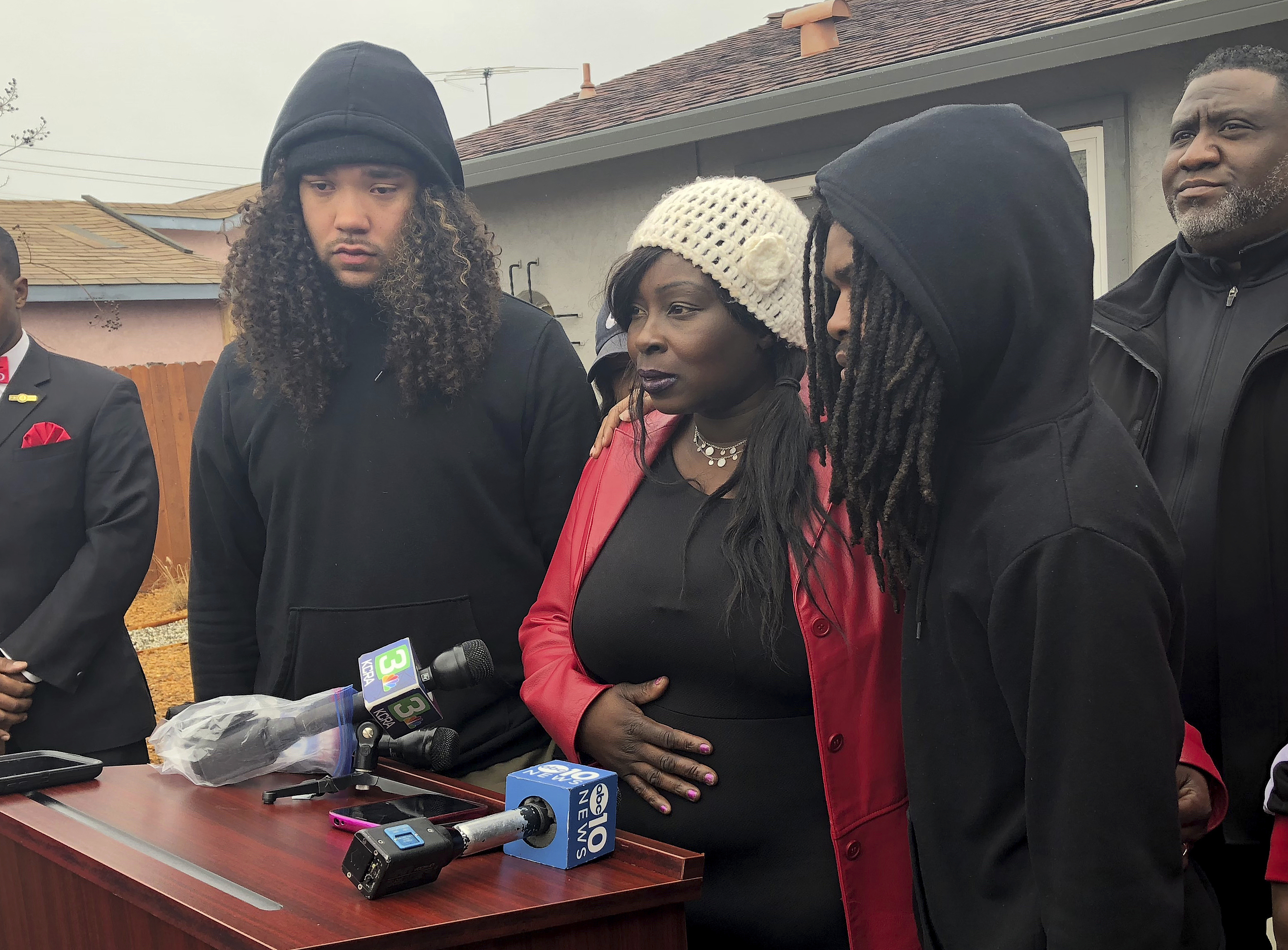 8a27074f04e48c Sacramento police officers who fatally shot Stephon Clark will not be  charged