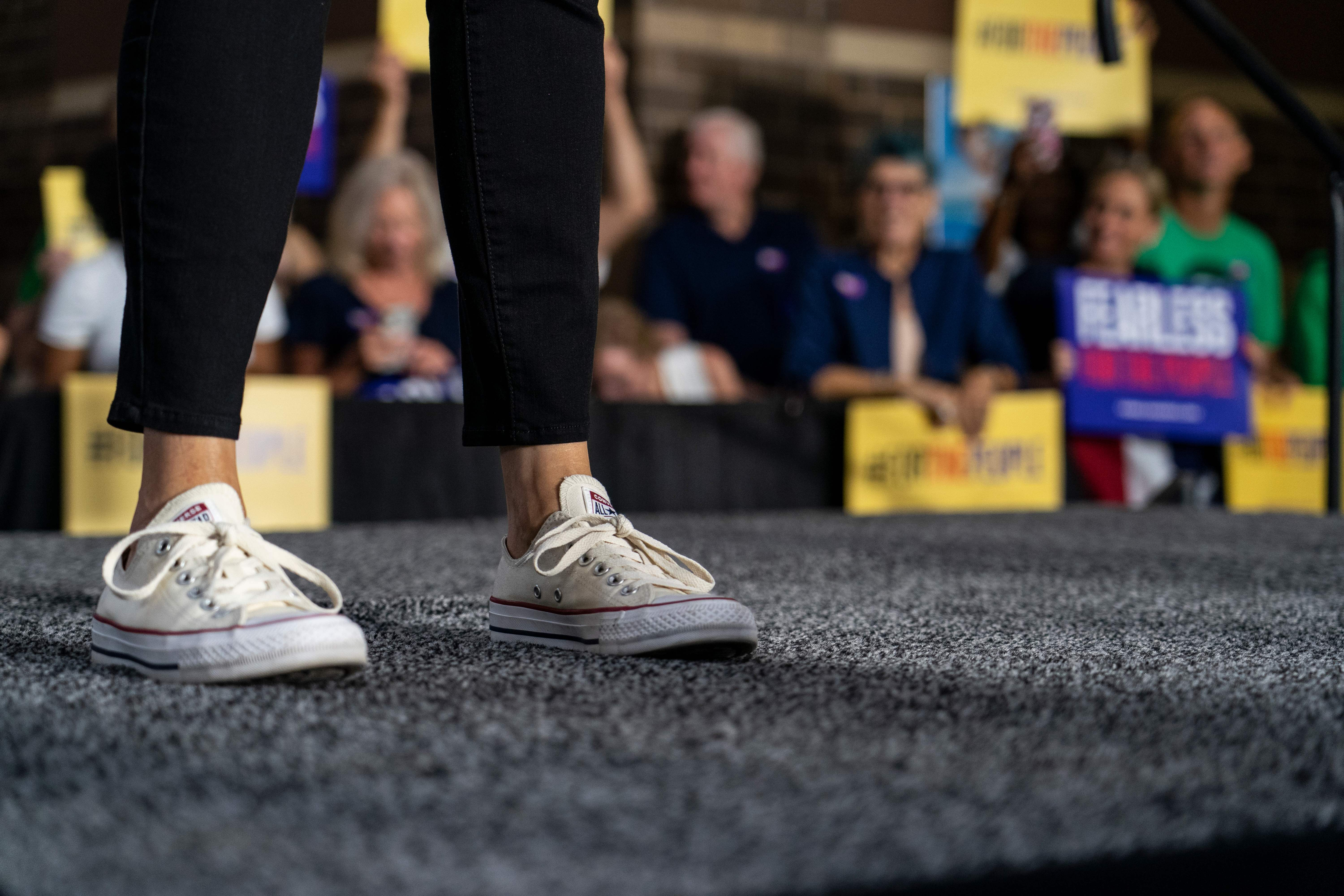 Torneado recinto Delgado  Kamala Harris shoe choice: Video of Harris in Chuck Taylor All-Stars  Converse goes viral - The Washington Post