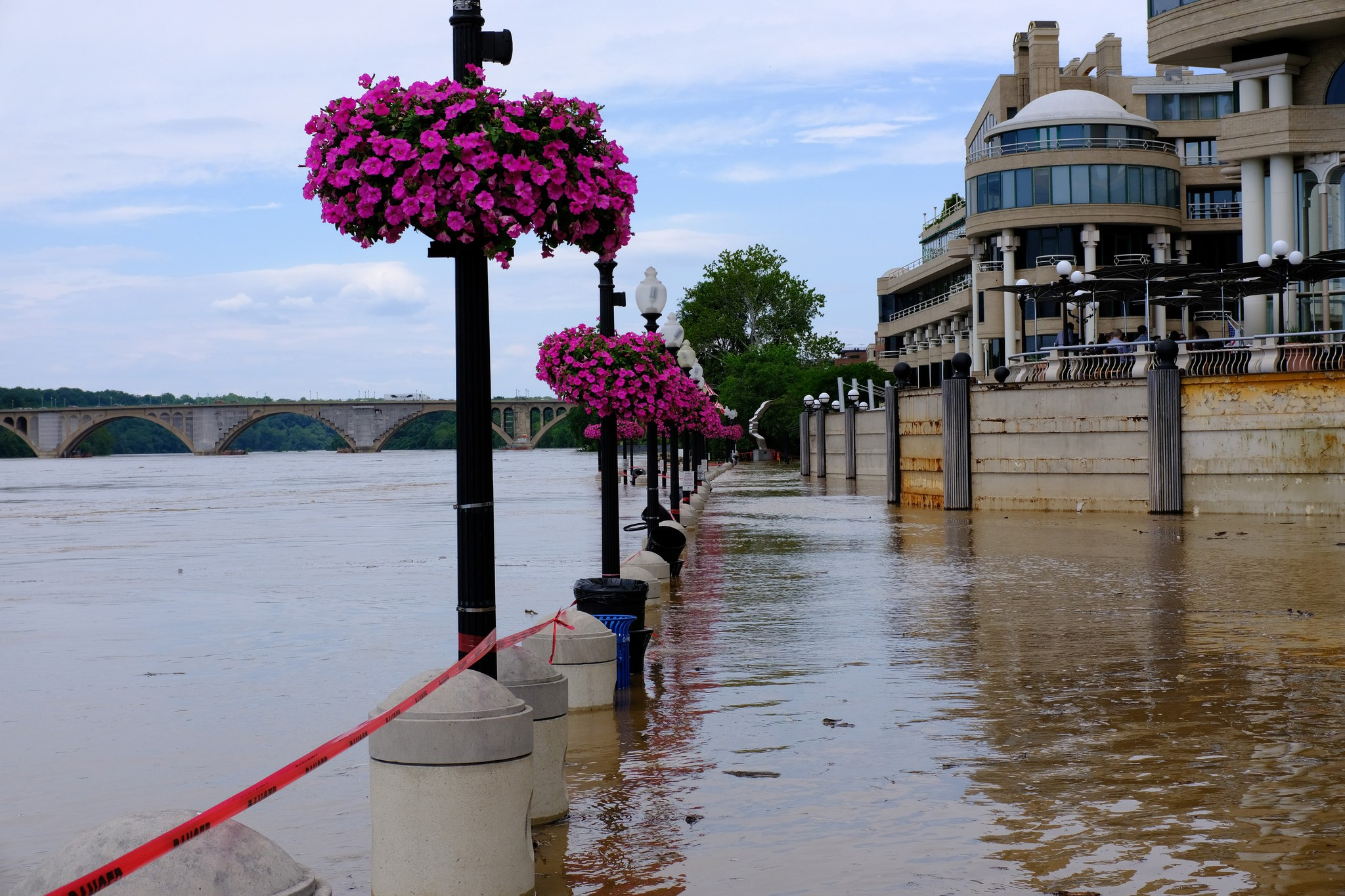 Raging river and high tide coincide to flood Alexandria, Arlington and the  District - The Washington Post