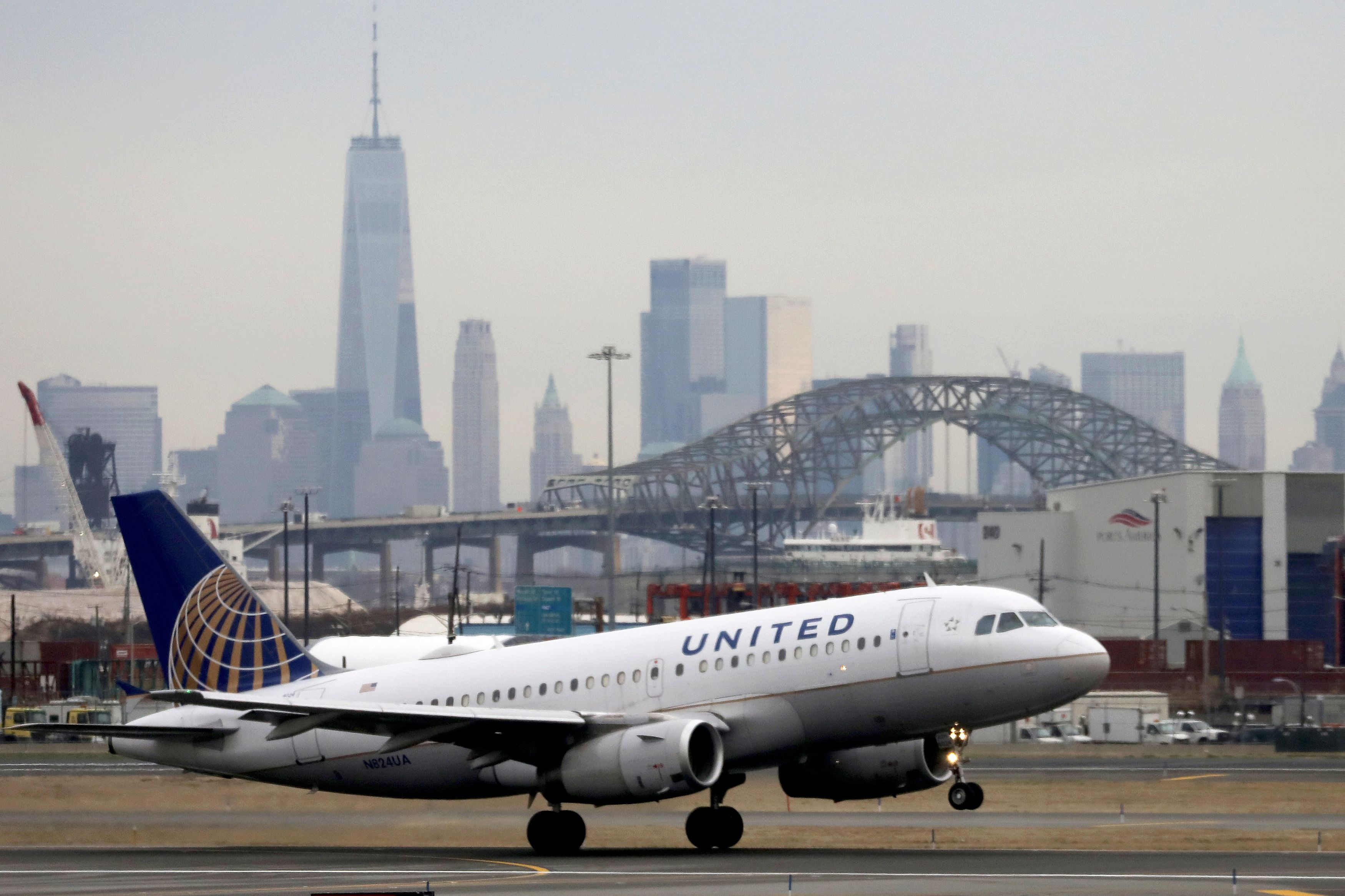 United Becomes First Major Airline To Require Employee Vaccination