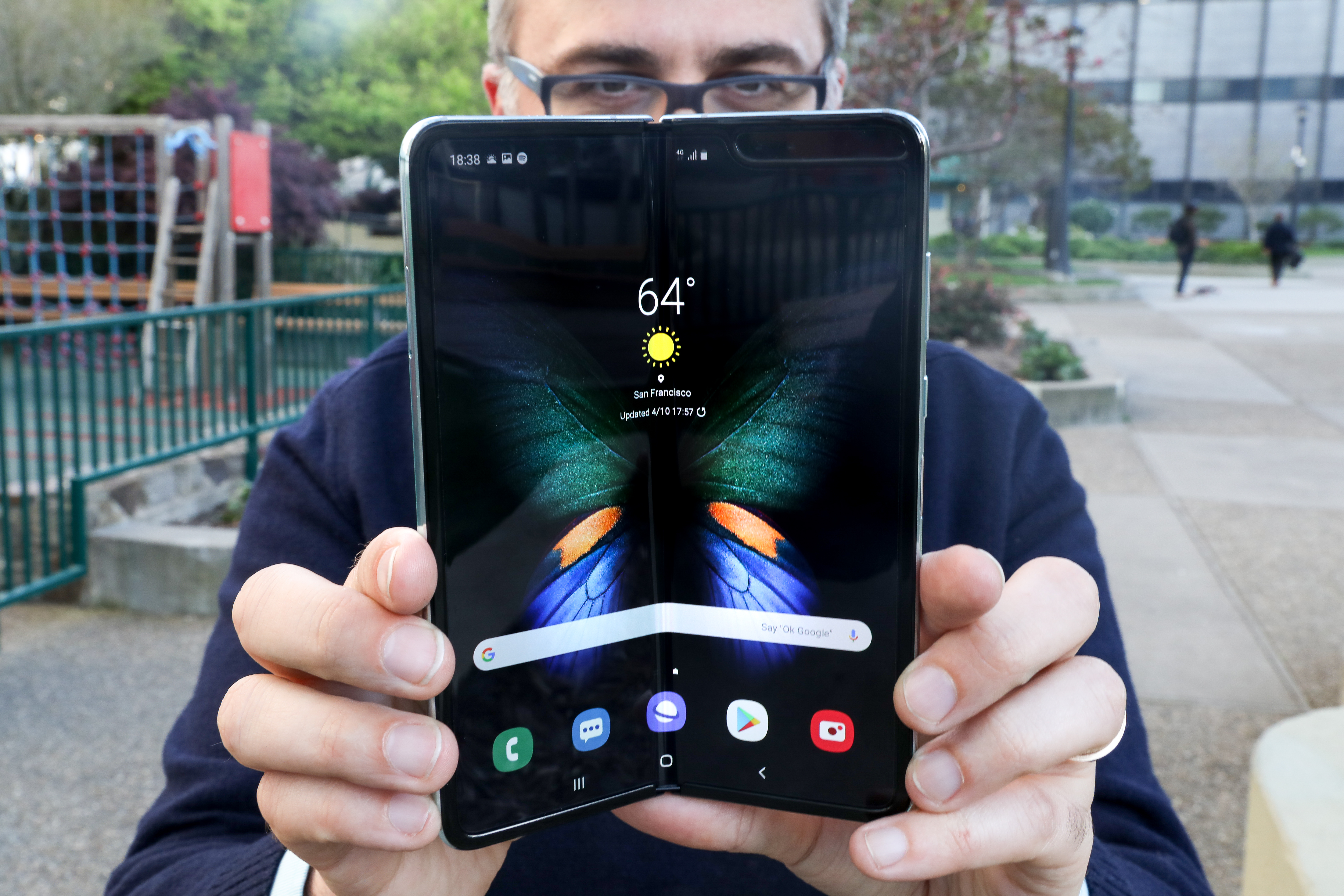 e7995293772ad3 Hands on with Samsung's Galaxy Fold: Make peace with a crease. Add to list