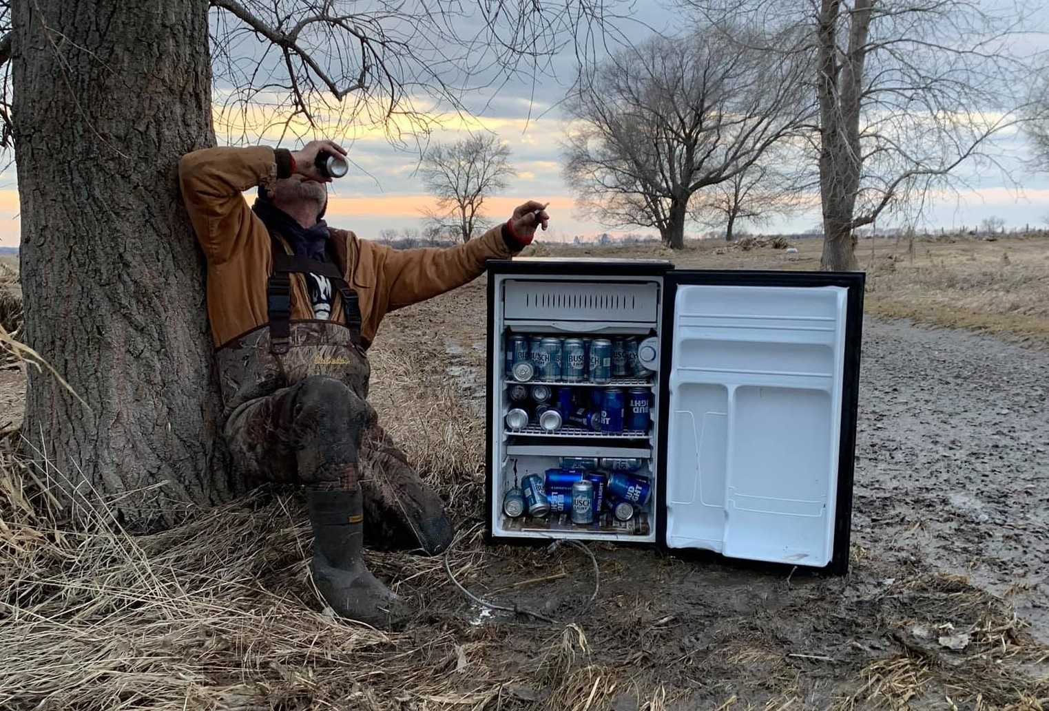 washingtonpost.com - Meagan Flynn - It's a 'magic fridge!': Men find ice-cold beers in a field after long hours cleaning up Nebraska flood wreckage