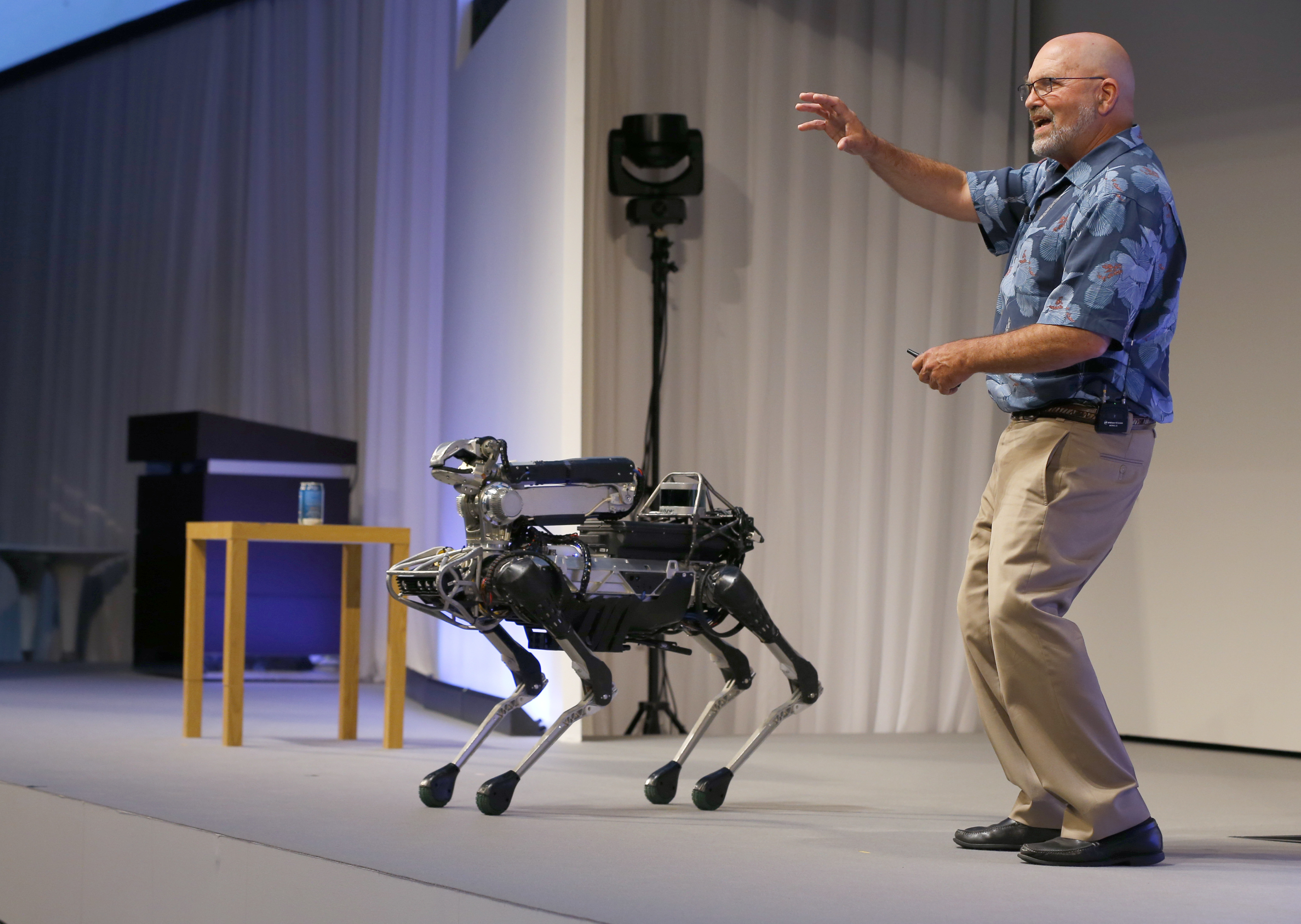 Newest Boston Dynamics robot lifts boxes with ease in video - The