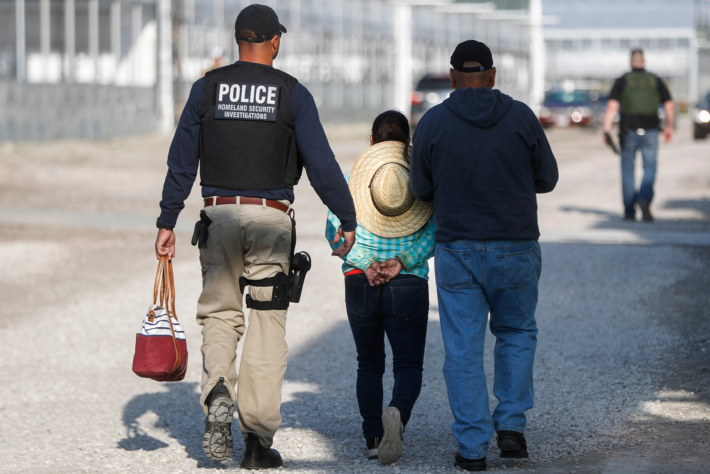 ICE arrests more than 100 workers in immigration raid in Ohio