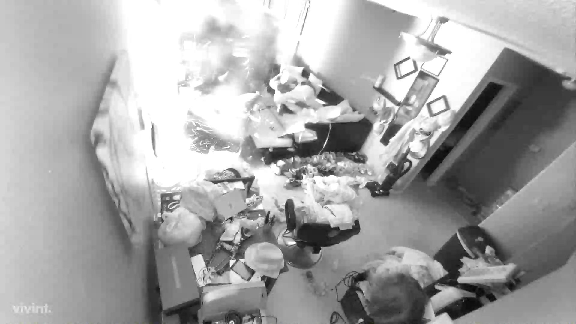 Little Rock SWAT team raids a drug suspect's home
