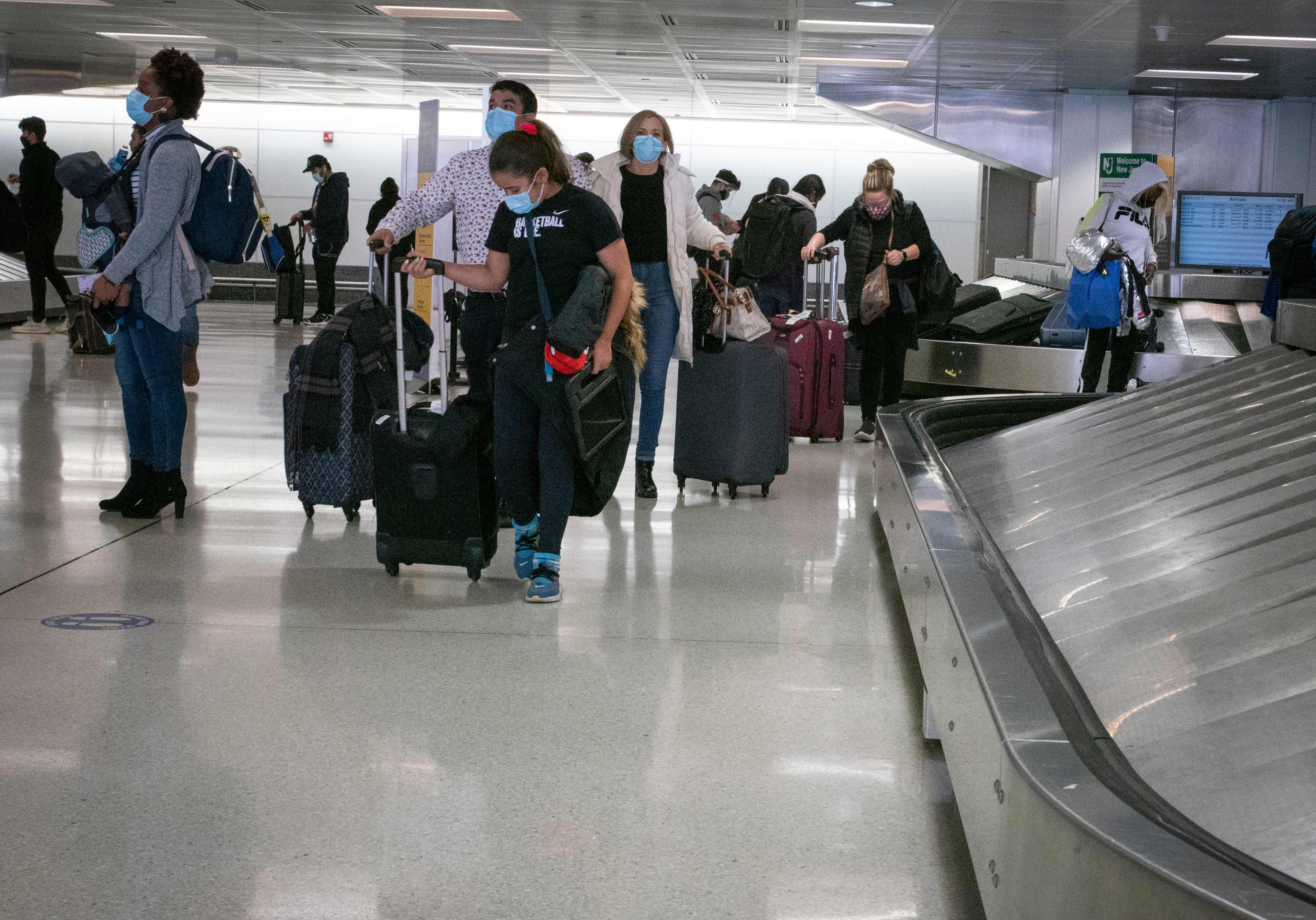 As U.S. coronavirus cases soar, Thanksgiving travel surge amps up - The  Washington Post