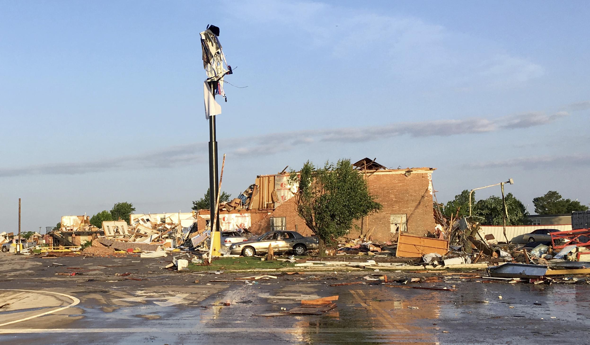 El Reno Oklahoma >> El Reno Oklahoma Tornado 2 Dead Dozens Injured The