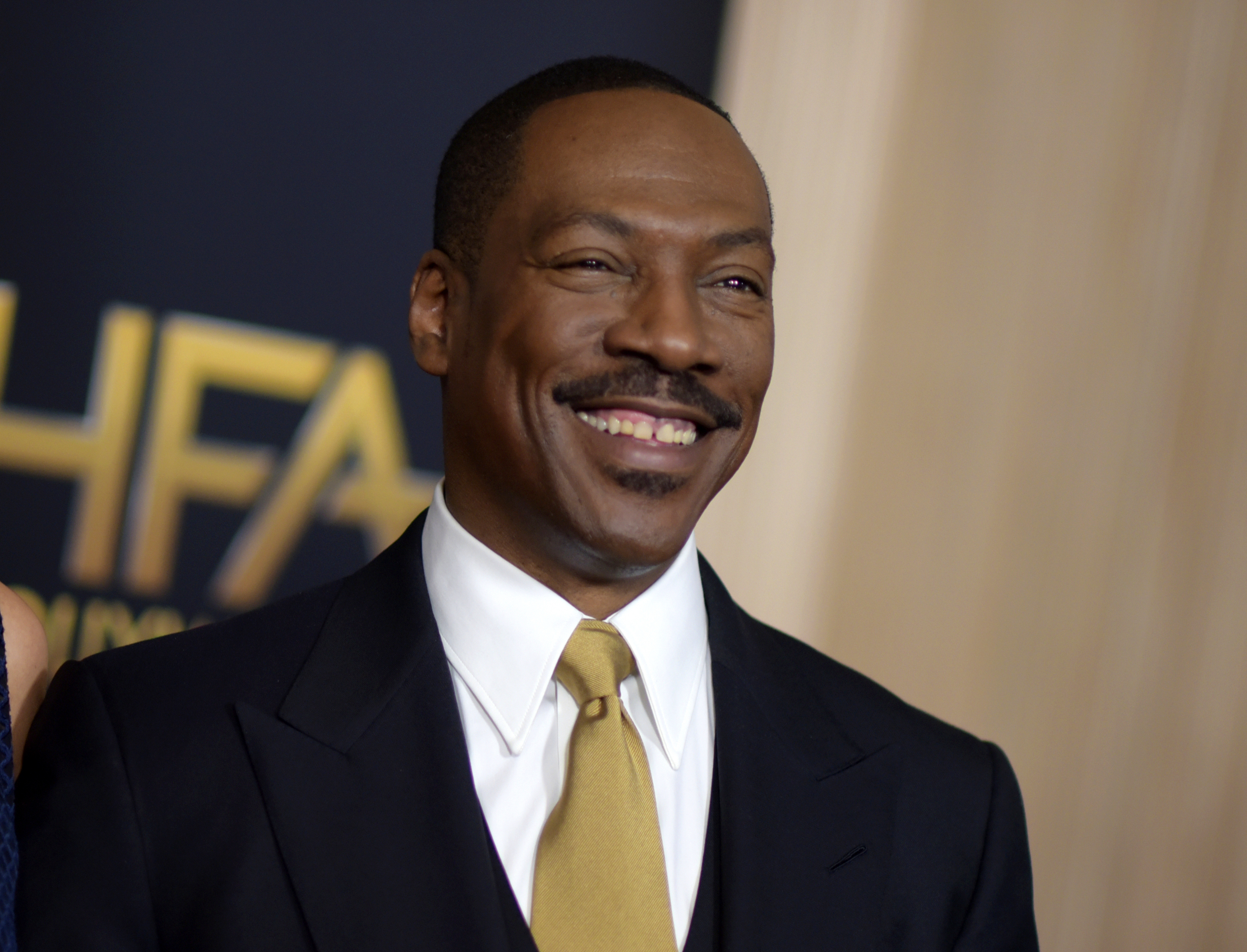 Eddie murphy dating a white girl