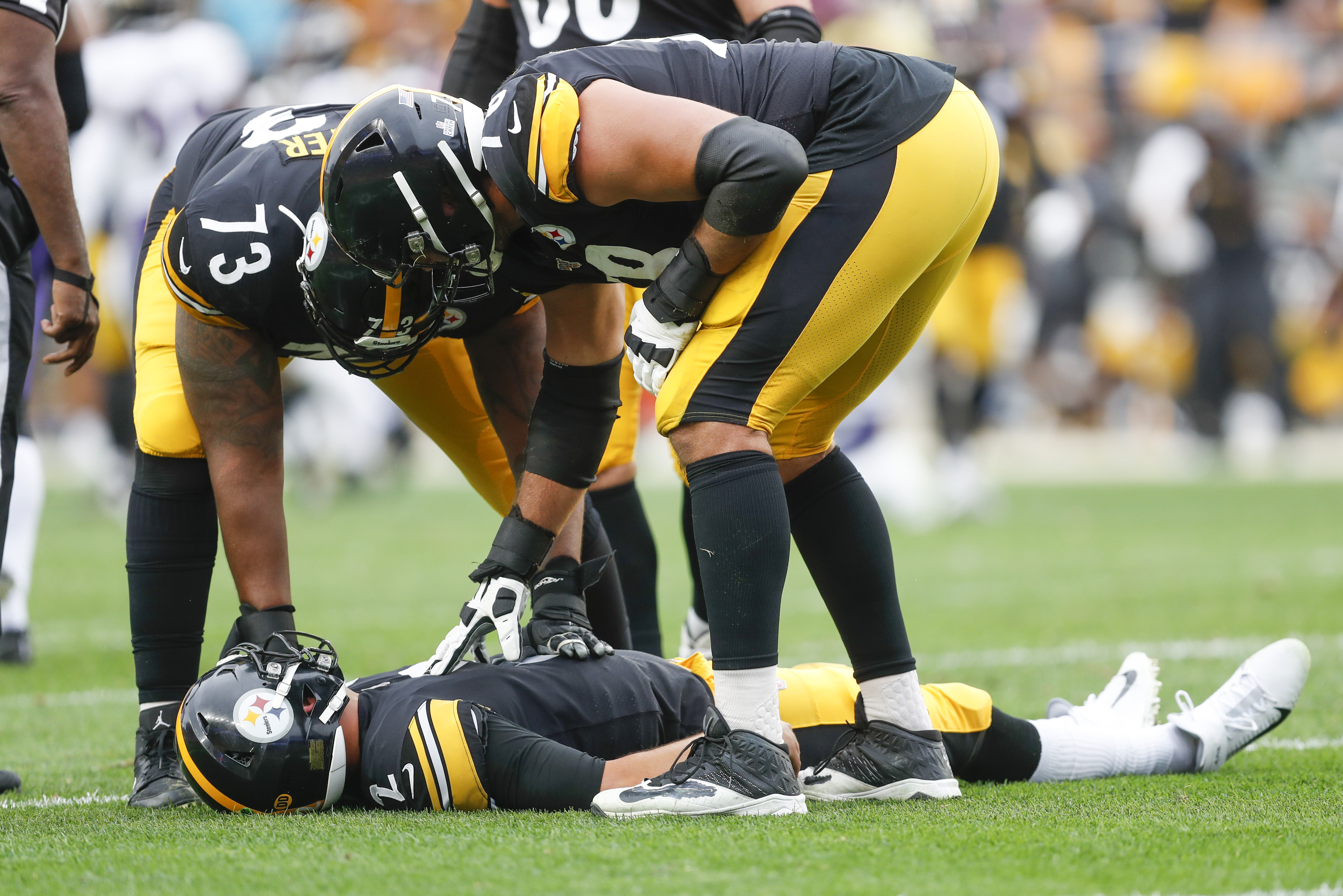 Mason Rudolph Knocked Out On Scary Helmet To Helmet Hit In Steelers Ravens Game The Washington Post