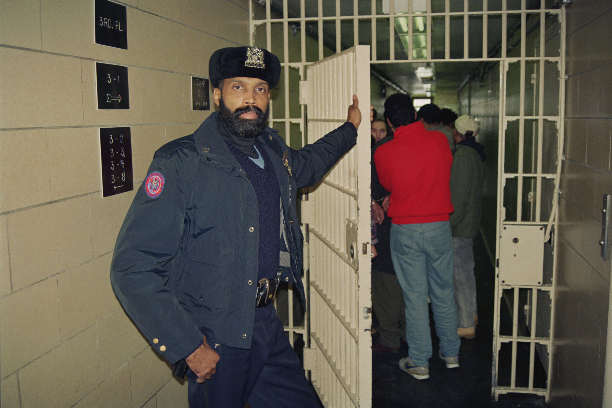 These photographs show life inside Rikers Island prison - The