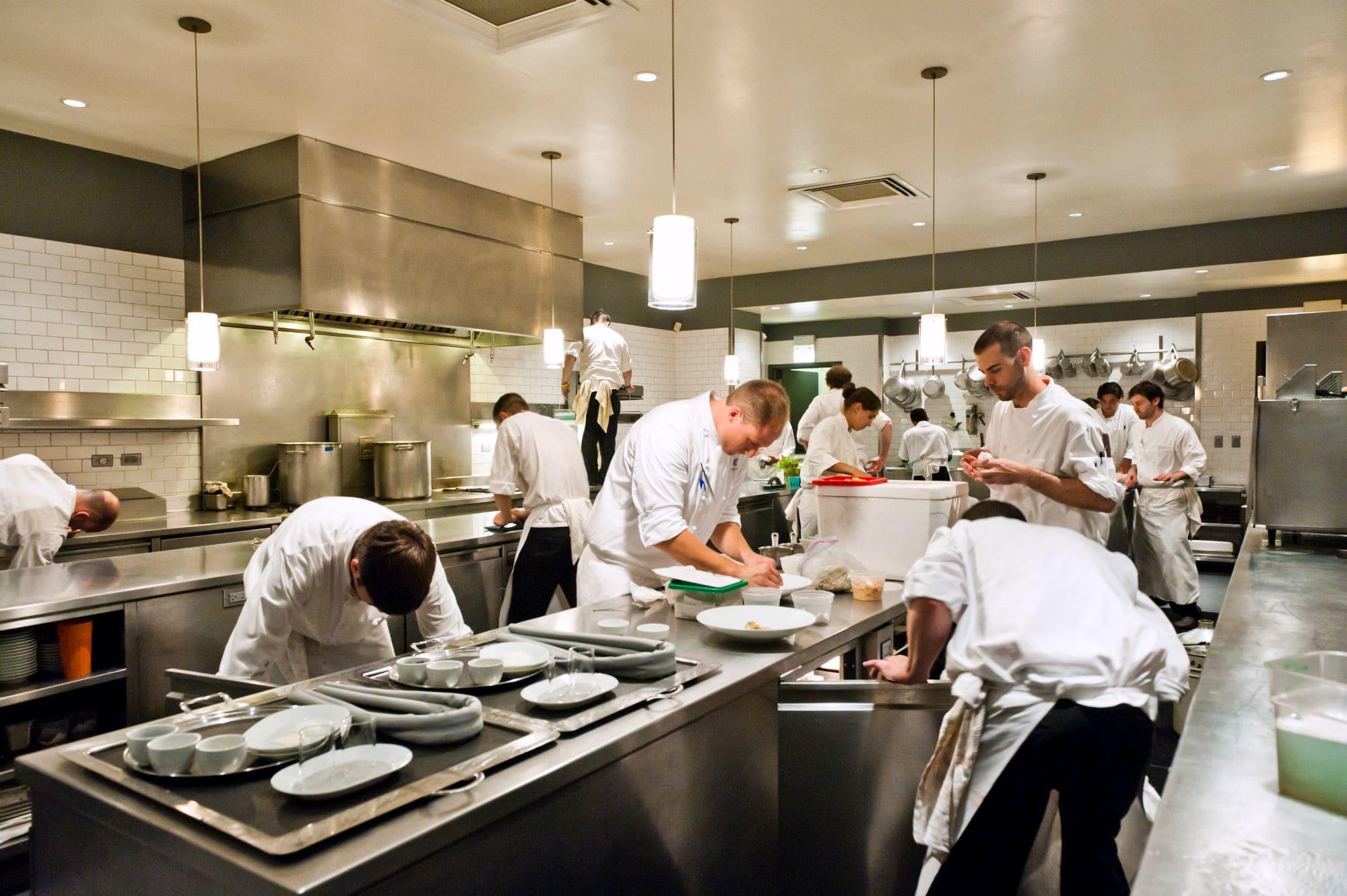 Cómo racionalizar las operaciones de la cadena de suministro de restaurantes con tecnología