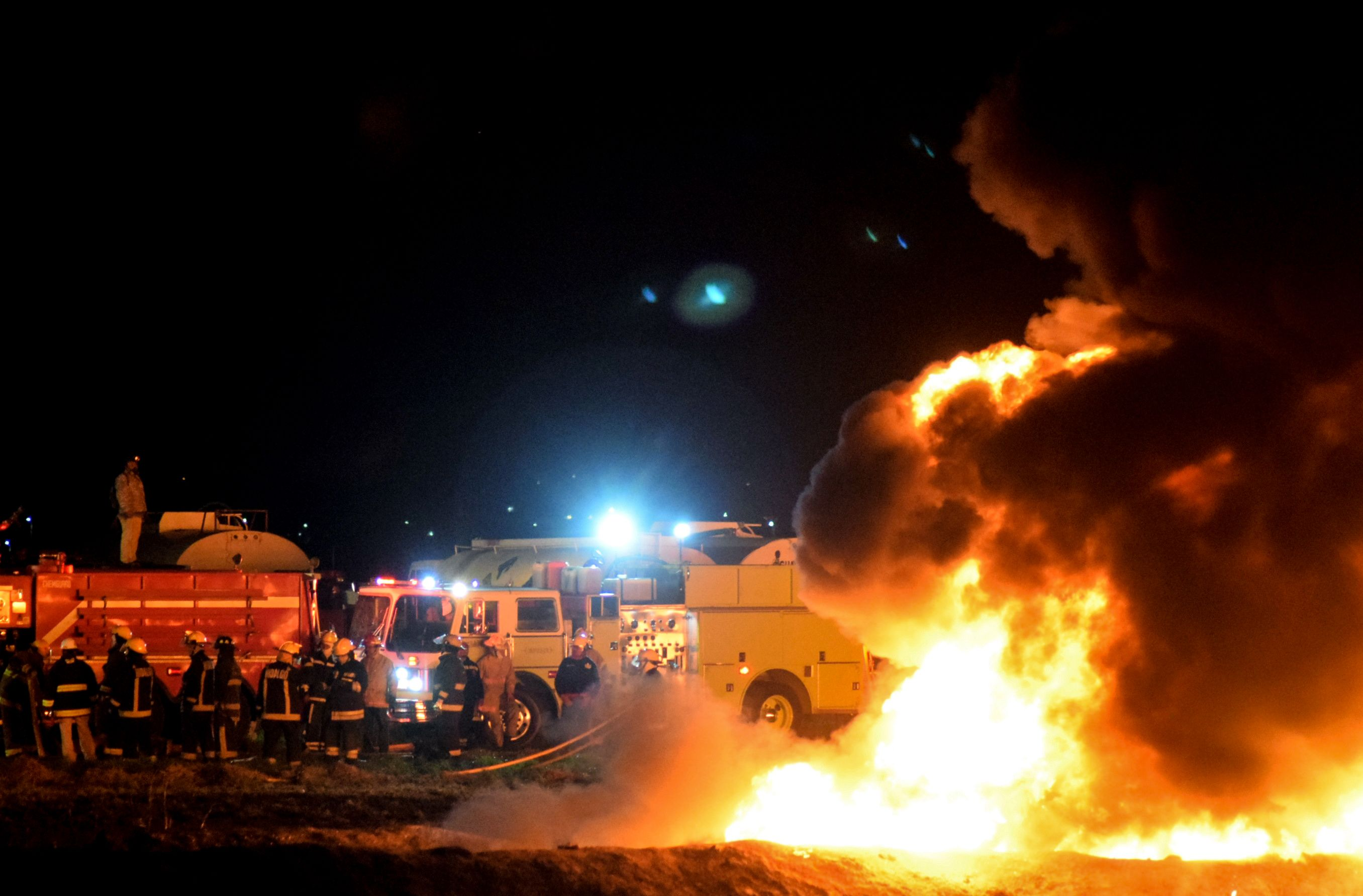 Mexican oil pipeline erupts in deadly fireball amid attempts to