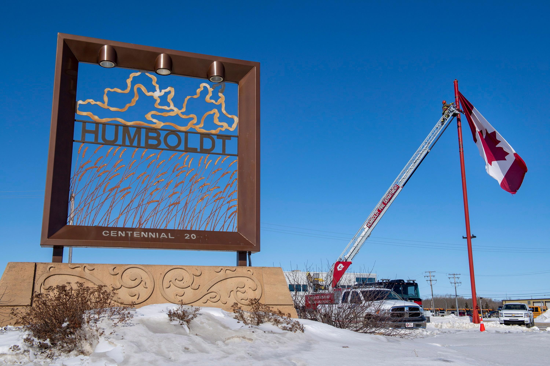 Humboldt Broncos: At least 15 dead after junior hockey team