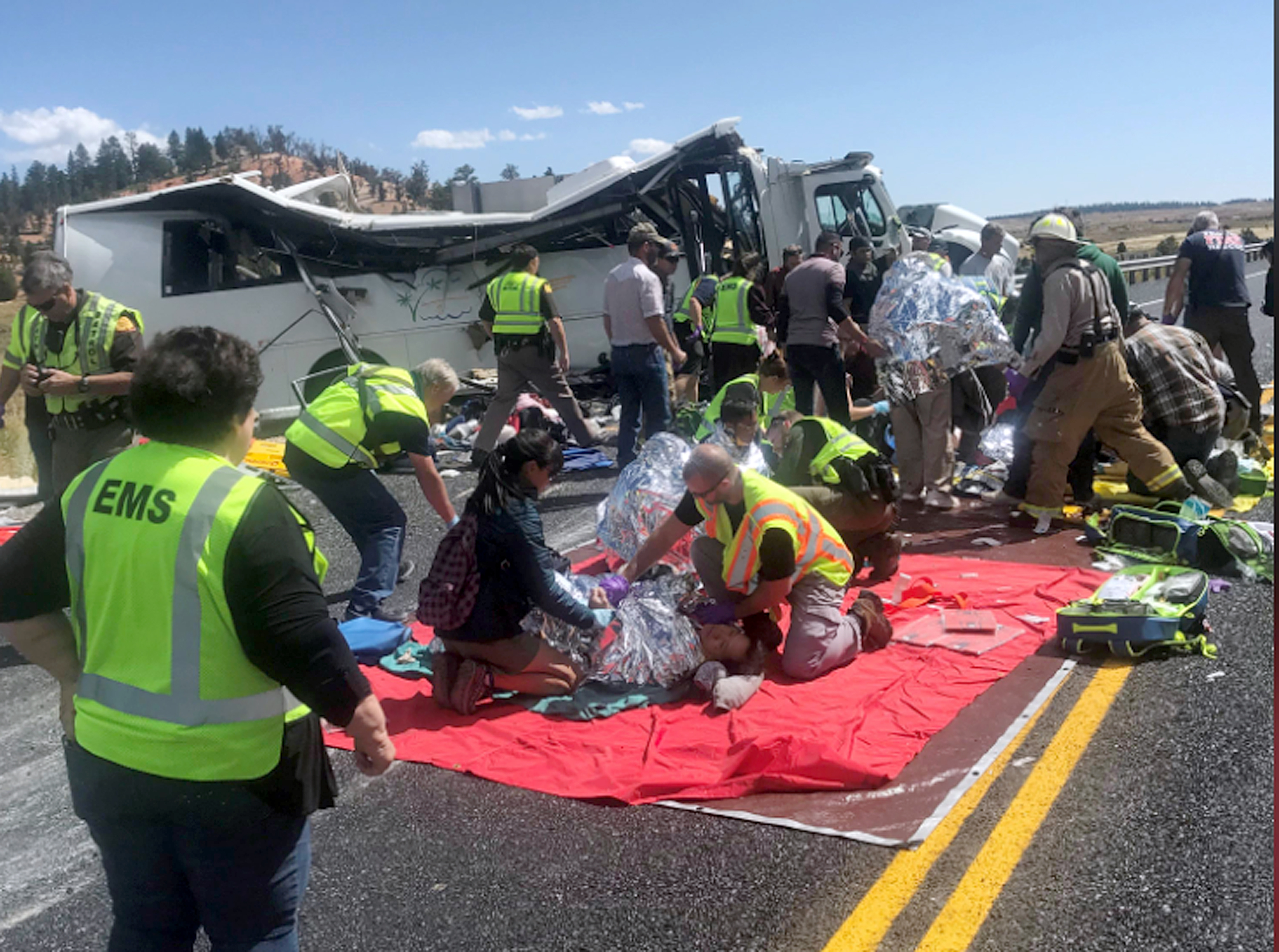 Bryce Canyon Bus Crash Four Dead After Vehicle Goes Off Road Outside Utah National Park Authorities Say The Washington Post