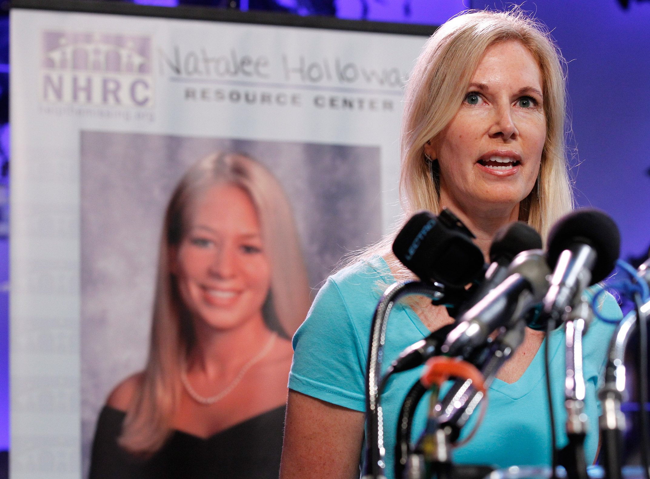 Natalee Holloway's mom sues TV network for $35 million