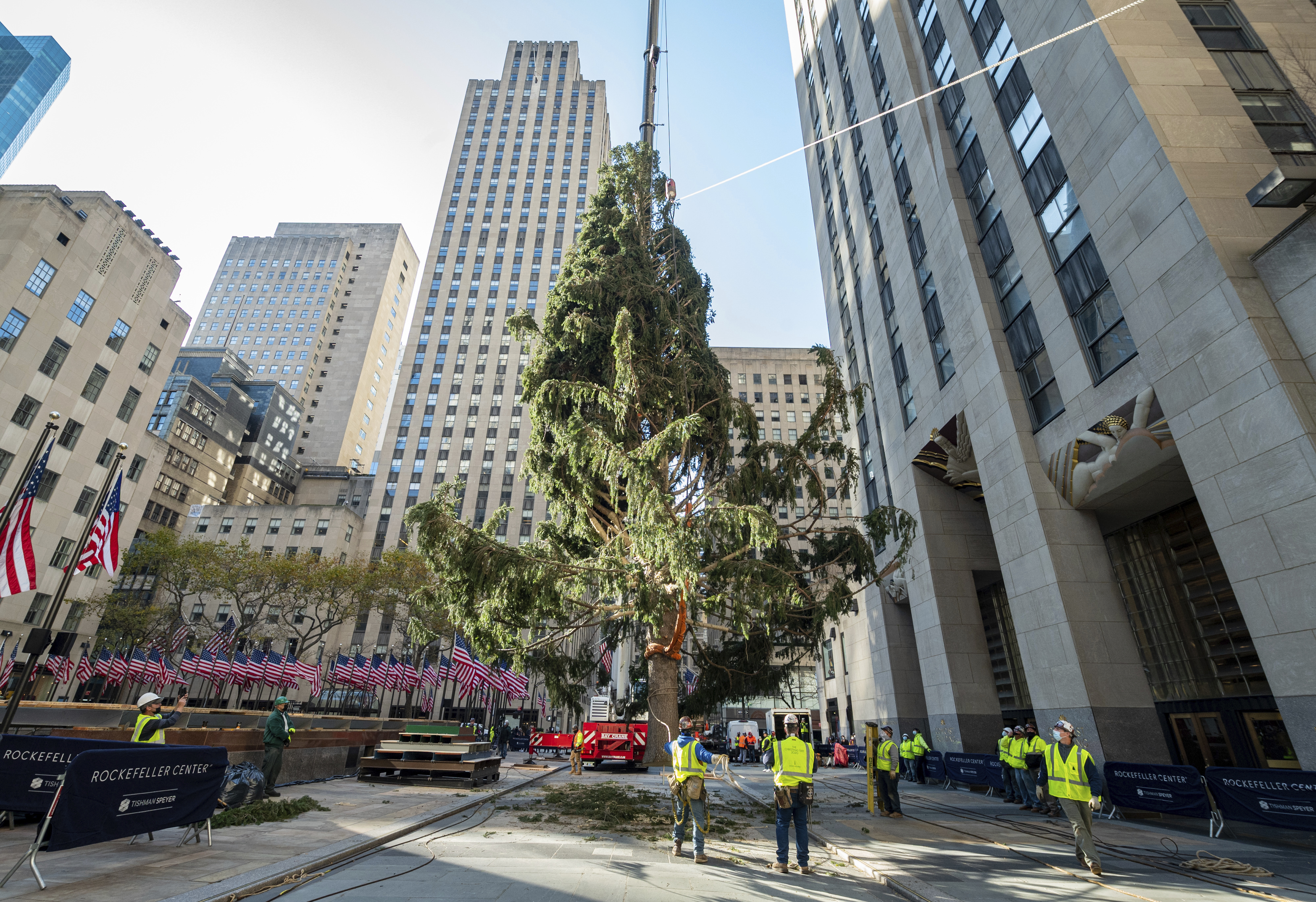 How Tall Is The Christmas Tree In Rockefeller Center 2021 Rockefeller Center S Christmas Tree Is Deemed A Metaphor For 2020 The Washington Post